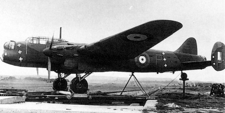 UK1 L7246 Avro Manchester 1942 Farnborough1